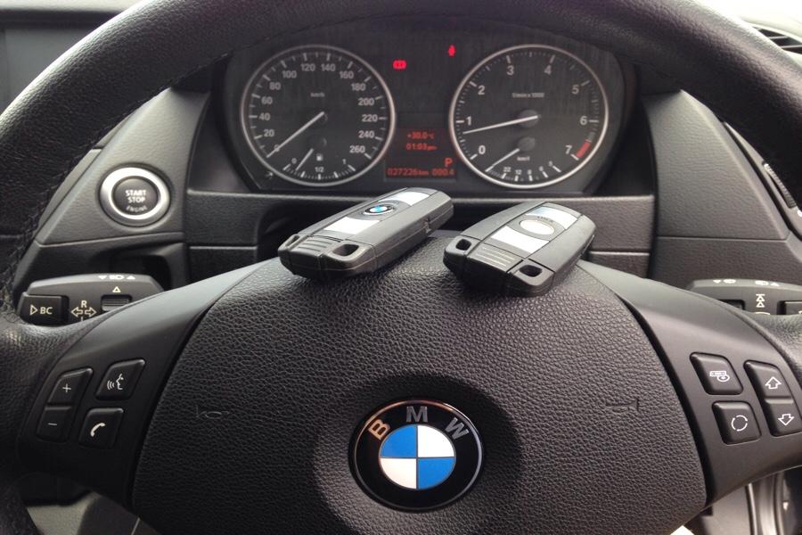 BMW-X1のスマートキー見本