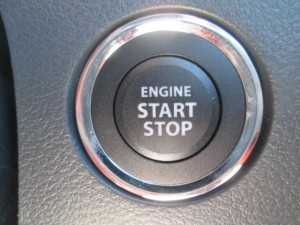 スズキ車のプッシュスタートボタン見本