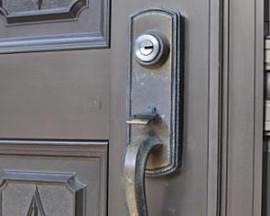 玄関の鍵トラブルお任せ下さい