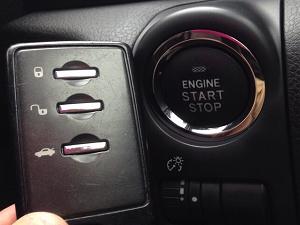 スバル車のプッシュスタートボタン見本